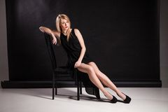 Bild der luxuriösen Frau sitzend auf Stuhl Stockfotos