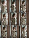 Bild der reizenden sexy Frau Modernes junges Mädchen im Mantel Tragender weißer kurzer Mantel des dünnen jungen Modells Porträt d Stockfotos
