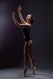 Bild der sinnlichen jungen Ballerina im erotischen Kostüm Lizenzfreie Stockfotografie