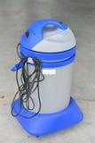 Bild der Waschanlagevakuummaschine Abwaschflüssigkeit und -schwämme Lizenzfreies Stockbild