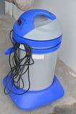 Bild der Waschanlagevakuummaschine Abwaschflüssigkeit und -schwämme Stockbild
