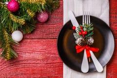 Bild der Weihnachtstabelle mit Gabel und des Messers auf Platte Lizenzfreie Stockbilder