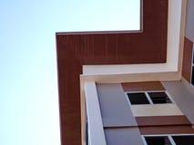 Bild der Wohnung auf Hintergrund des blauen Himmels Lizenzfreie Stockbilder