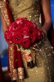Bild des Blumenstraußes einer schönen indischen Braut Stockbilder