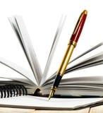 Bild des Buches und der Stiftnahaufnahme Lizenzfreie Stockfotografie