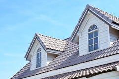 Bild des Dachs und des blauen Himmels Lizenzfreie Stockfotografie