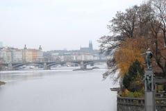 Bild des Flusses die Moldau in Prag in der Tschechischen Republik Stockbild