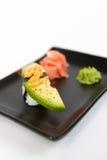 Bild des geschmackvollen nigiri mit avokado Stockfoto