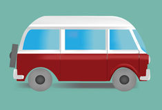 Bild des im altem Stil Mehrzweckfahrzeugs in den weißen und roten Farben auf grünem Hintergrund Lizenzfreie Stockfotos