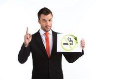 Bild des jungen Mannes zeigend oben auf weißen Hintergrund Lizenzfreies Stockbild