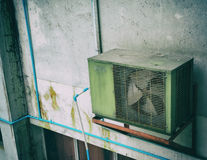 Bild des Luftkompressors auf Tageszeit stockfotografie