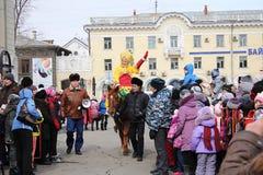 Maslenitsa Feier in der Stadt Lizenzfreie Stockfotos
