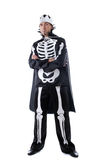 Bild des Mannes kleidete im Karnevalsskelettkostüm an Stockbild