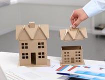 Bild des neuen Musterhauses auf Architekturplan Stockfoto