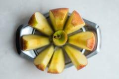Bild des roten Apfels schnitt in Stücke Lizenzfreie Stockfotografie