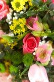 Bild des schönen bunten Blumenstraußes der frischen Blumen Lizenzfreie Stockfotos