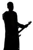 Bild des Schattenbildes des jungen Mannes mit der Gitarre Stockfotos