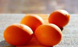 Bild des selektiven Fokus einiger frischer Eier stockbilder