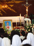 Bild des Todespriesters in der Begräbnis- Zeremonie von Luca Santi Wancha Stockfotos