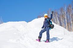 Bild des weiblichen Athleten im Sturzhelm während des Winters Lizenzfreie Stockfotografie