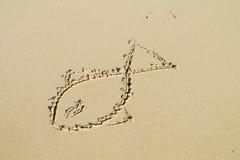 Bild einer Fischsonne auf Sand Stockbilder