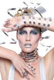 Bild einer Frau, die angeredete Metallarbeit trägt Lizenzfreie Stockfotos