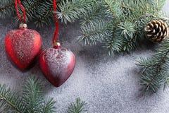 Bild einer Reihe Feiern des neuen Jahres Weihnachtsdekorationen, Weihnachtsbaumaste und festlicher Schnee Gut für advertisin Lizenzfreie Stockfotografie