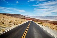 Bild einer Wüstenstraße Stockfotos