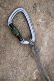 Bild eines carabiner Hakens und des Seils Lizenzfreies Stockfoto