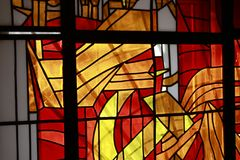 Bild eines mehrfarbigen Buntglasfensters Stockfotografie