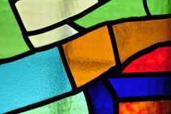 Bild eines mehrfarbigen Buntglasfensters mit unregelmäßigem Block Lizenzfreies Stockfoto