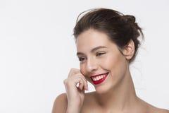 Bild eines schönen Mädchens des Lächelns mit einer Zigarette Stockbilder