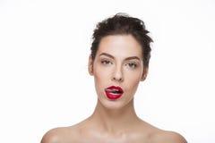 Bild eines starken schönen Mädchens, das Zunge zeigt Lizenzfreies Stockbild
