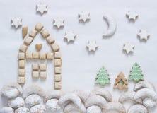 Bild- eller vykortlandskap av olika sorter av julkakor arkivfoton