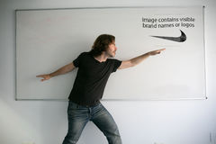 Bild enthält sichtbare Markennamen oder Logos Stockbild