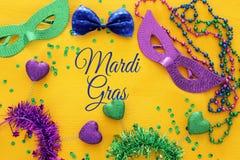 Bild för bästa sikt av maskeradbakgrund Lekmanna- lägenhet Mardi Gras berömbegrepp arkivbild