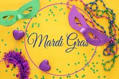 Bild för bästa sikt av maskeradbakgrund Lekmanna- lägenhet Mardi Gras berömbegrepp royaltyfri bild