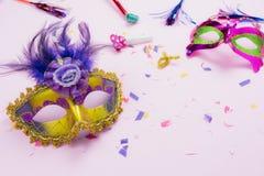 Bild för bästa sikt för tabell flyg- av den härliga färgrika karnevalsäsongen eller Mardi Gras för fotobåsstötta bakgrund royaltyfri bild