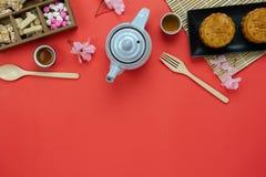 Bild för bästa sikt för tabell flyg- av för månefestival för garneringar kinesisk bakgrund royaltyfria bilder