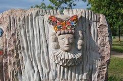 Bild för cirkusclown som snidas i sten Arkivfoto
