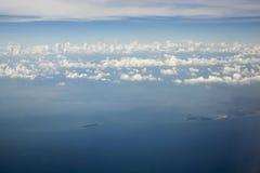 Bild för himmelmolnbakgrund Arkivbilder