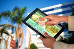 Bild för komposit 3d av affärskvinnan som använder den digitala minnestavlan Arkivbilder