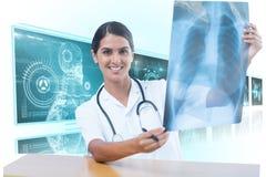 Bild för komposit 3d av den undersökande bröstkorgröntgenstrålen för kvinnlig doktor Fotografering för Bildbyråer