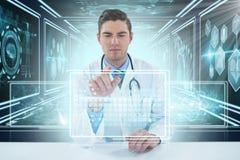 Bild för komposit 3d av doktorn som använder den digitala minnestavlan mot vit bakgrund Arkivbilder