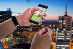 Bild för komposit 3d av närbilden av den hållande mobiltelefonen för man Arkivbild