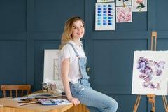 Bild för teckning för flicka för uttryck för fritidkonsttalang Fotografering för Bildbyråer