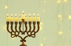 Bild jüdischen Feiertag Chanukka-Hintergrundes mit menorah u. x28; traditionelles candelabra& x29; Lizenzfreie Stockfotografie