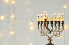 Bild jüdischen Feiertag Chanukka-Hintergrundes mit menorah u. x28; traditionelles candelabra& x29; und brennende Kerzen Lizenzfreies Stockbild
