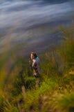 Bild-junger hübscher Mädchen-Sonnenaufgang-Berg-ForestAfrica-Natur-Morgen Volcano Viewpoint Gebirgstrekking, Ansicht Stockfotos