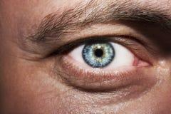 Bild Mann ` s des Abschlusses blauen Auges oben Lizenzfreies Stockfoto